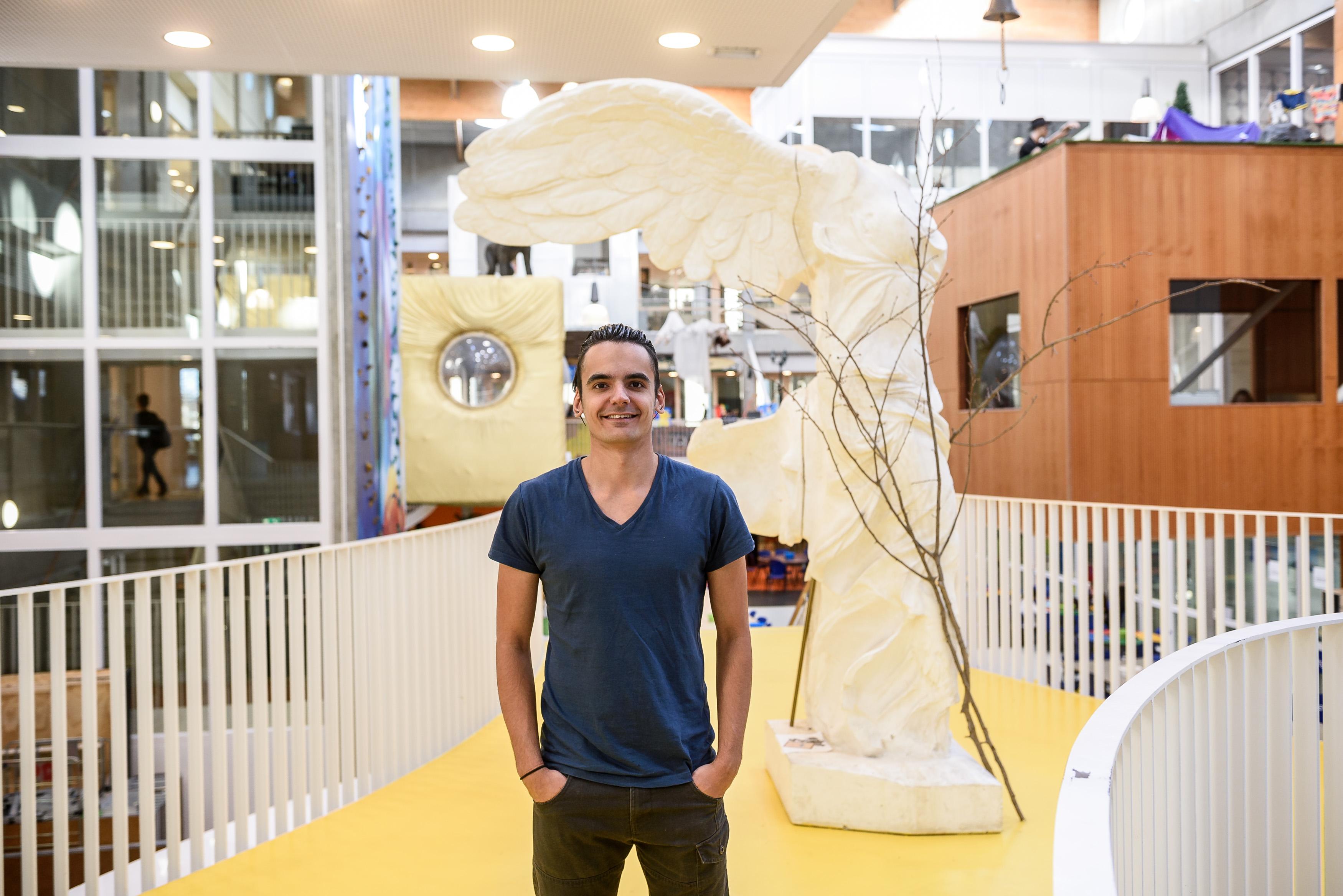 Ricardo Hendriks is concierge bij Niekee in Roermond. Voor kanjerverhaal van de Donderberg